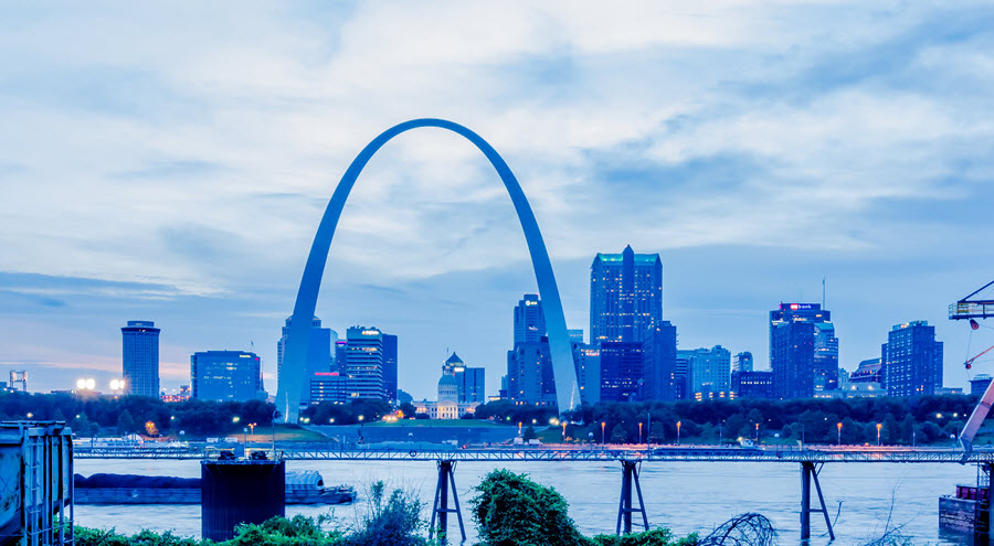 Gateway Arch & Downtown St. Louis Skyline.